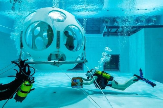رستوران زیر آب